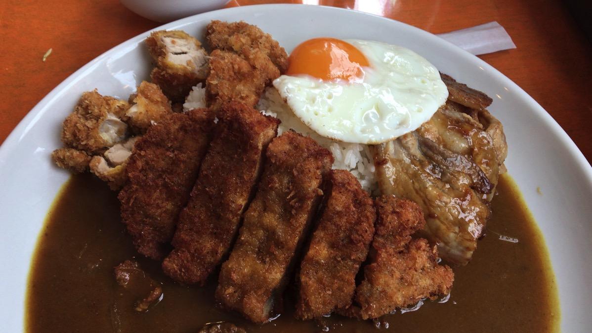 鹿児島市甲突町にオープンした「8点9」のデラ盛りカレーで肉三昧!最高か!