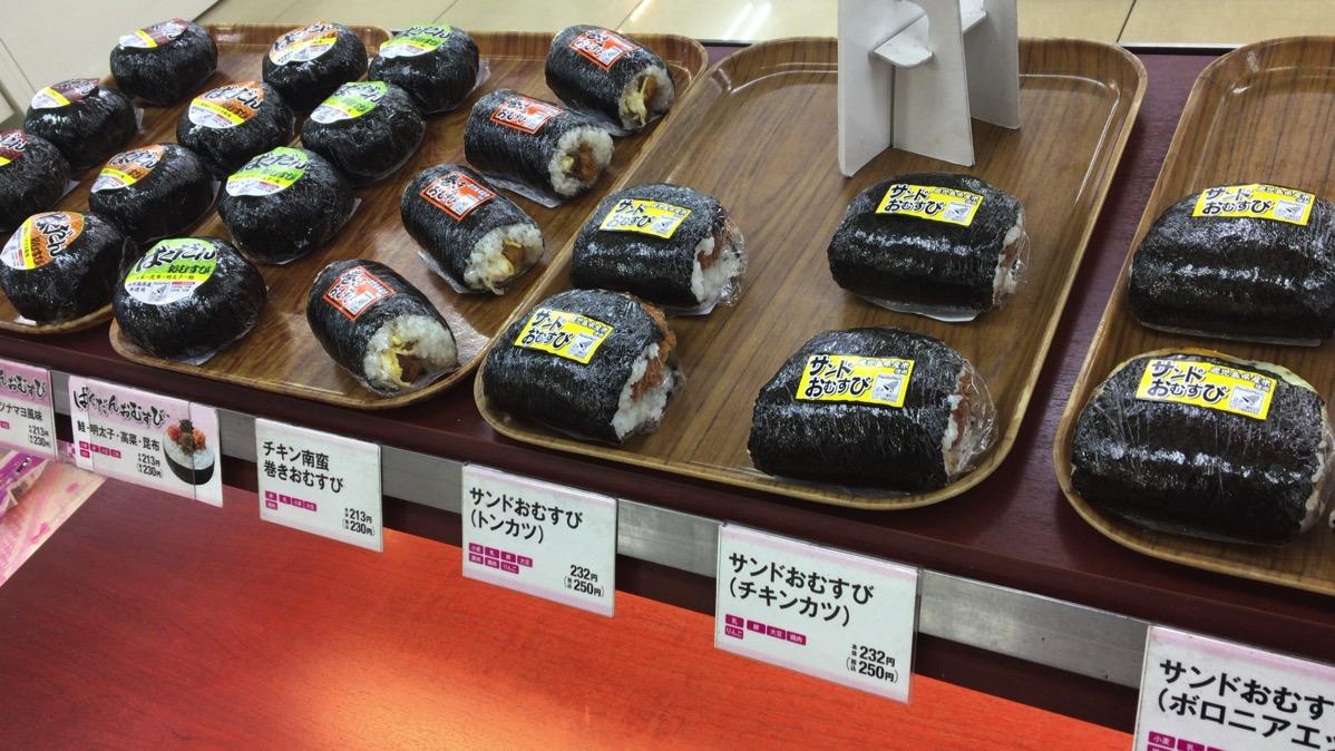 【大歓喜】奄美大島にはあの「ばくだんおにぎり」や「惣菜パン」が生き残っていた。