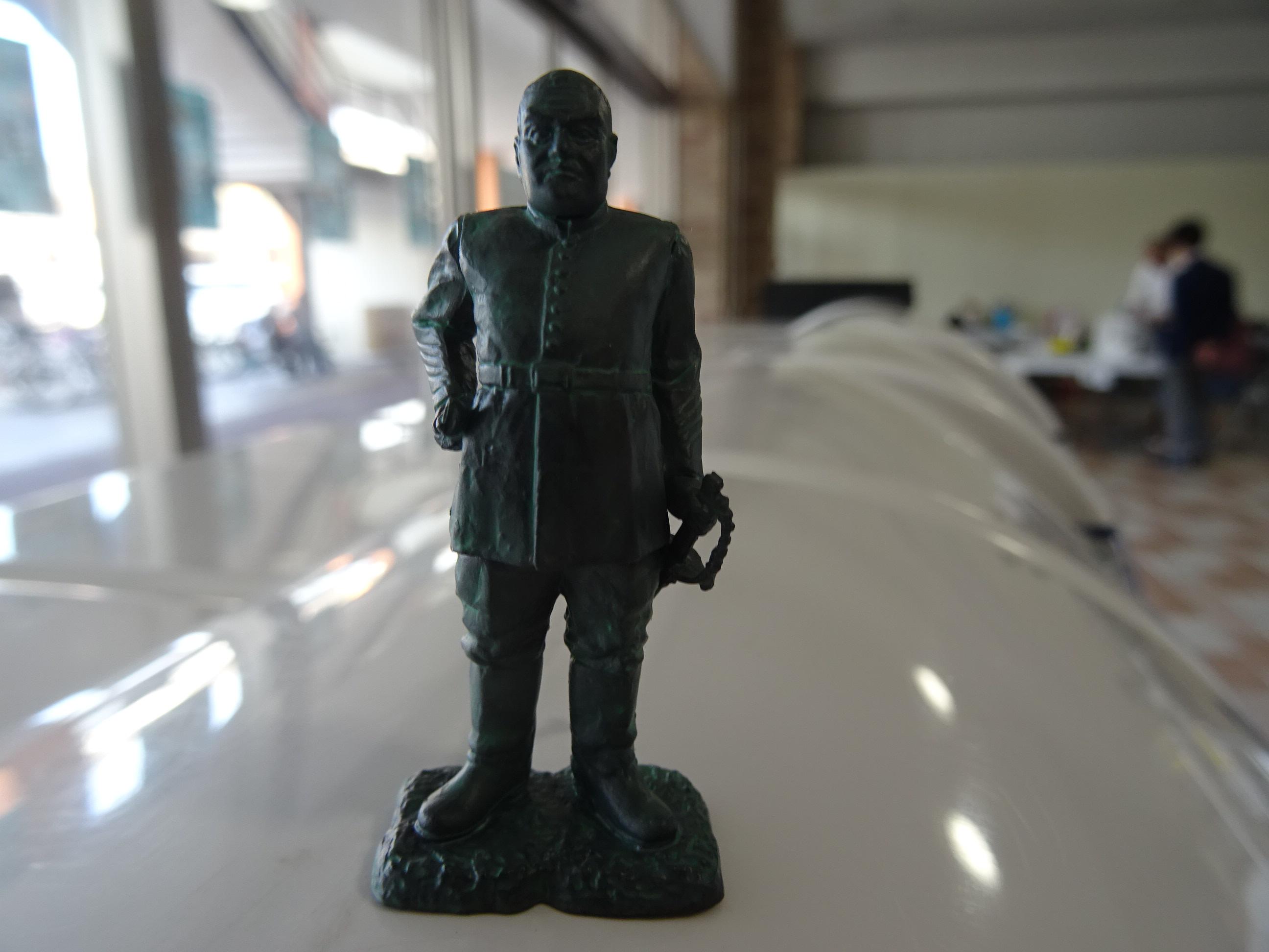 【#海洋堂かごしま】たけどんが一発ツモで「西郷銅像」フィギュアを引き当てた【ガチャ】(PR)