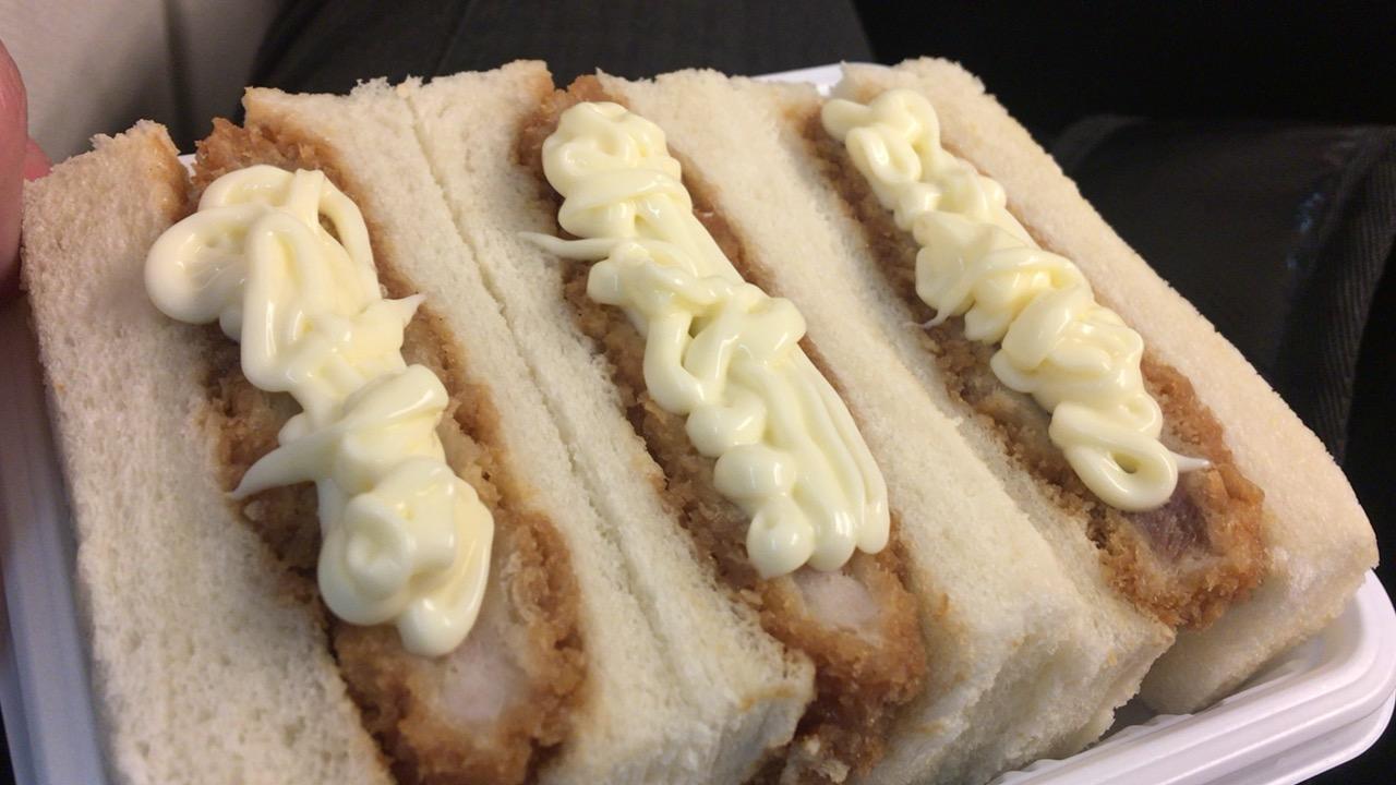 鹿児島極黒豚カツサンドを食べながら、九州新幹線開業の日のことを思い出した。