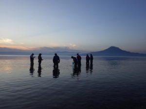 ウェーダーウォーク(遠浅の重富海岸でウェーダーを着て海中散歩) @ くすの木自然館 | 姶良市 | 鹿児島県 | 日本