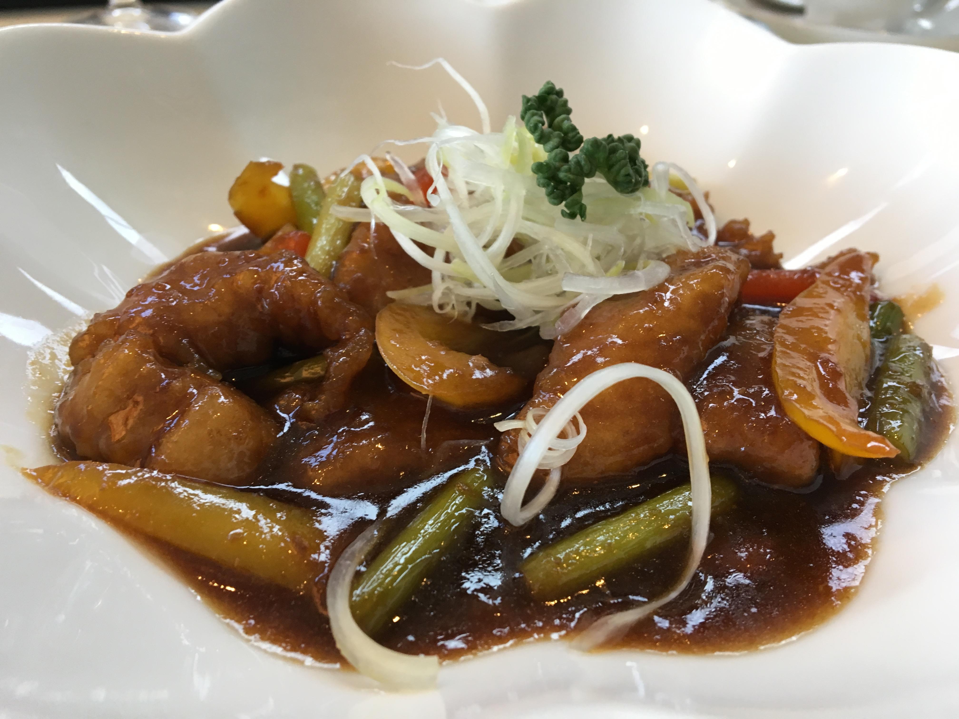 【霧島市】黒酢の郷桷志田で壺畑と桜島を眺めながら美味い黒豚を食べた
