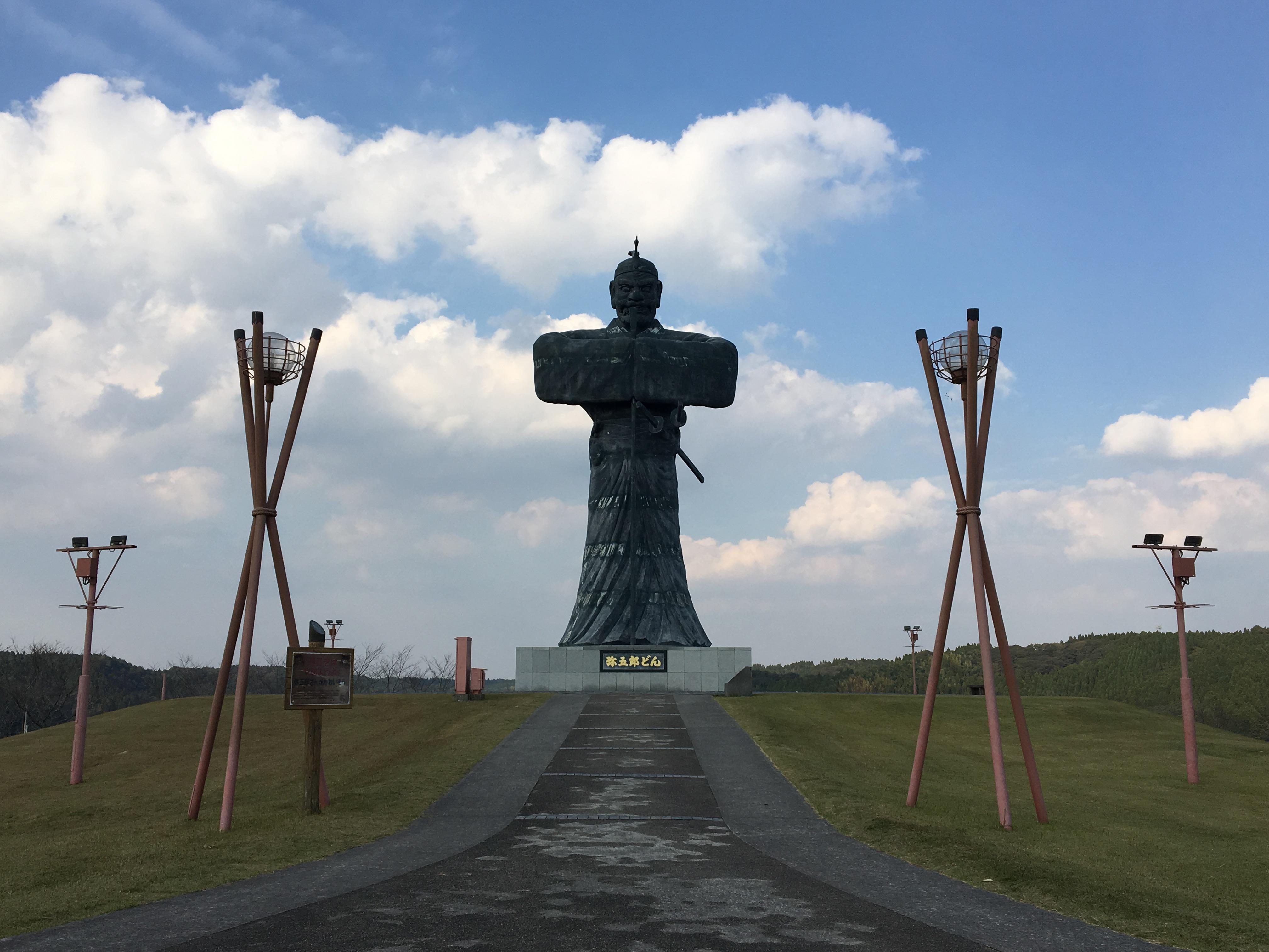 【曽於市】伝説の巨人弥五郎どんの銅像からは曽於の大自然を堪能できる