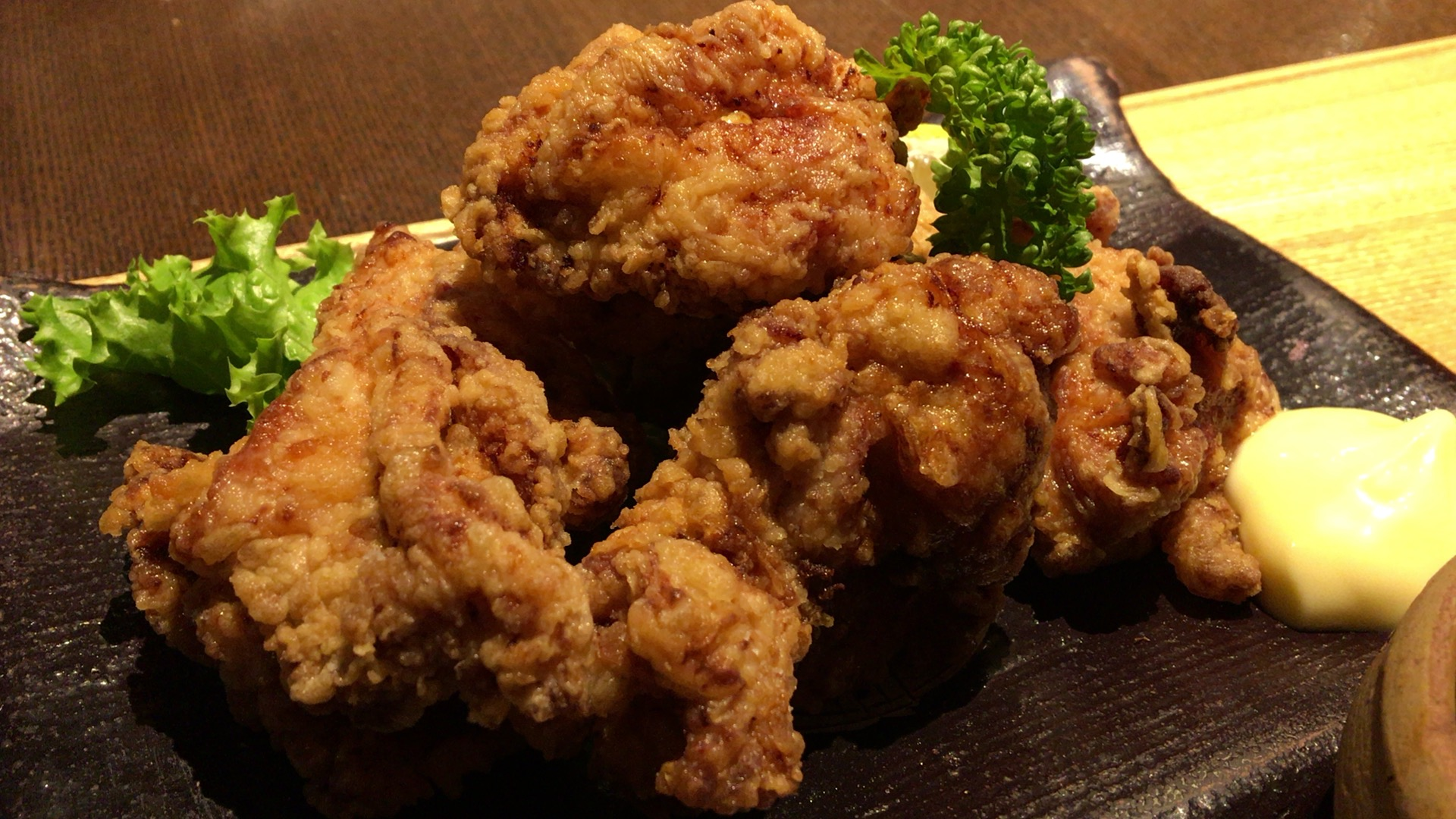 和総ランチ「桜島鶏のからあげ定食」、ジューシーなからあげを湧水米で楽しむ。