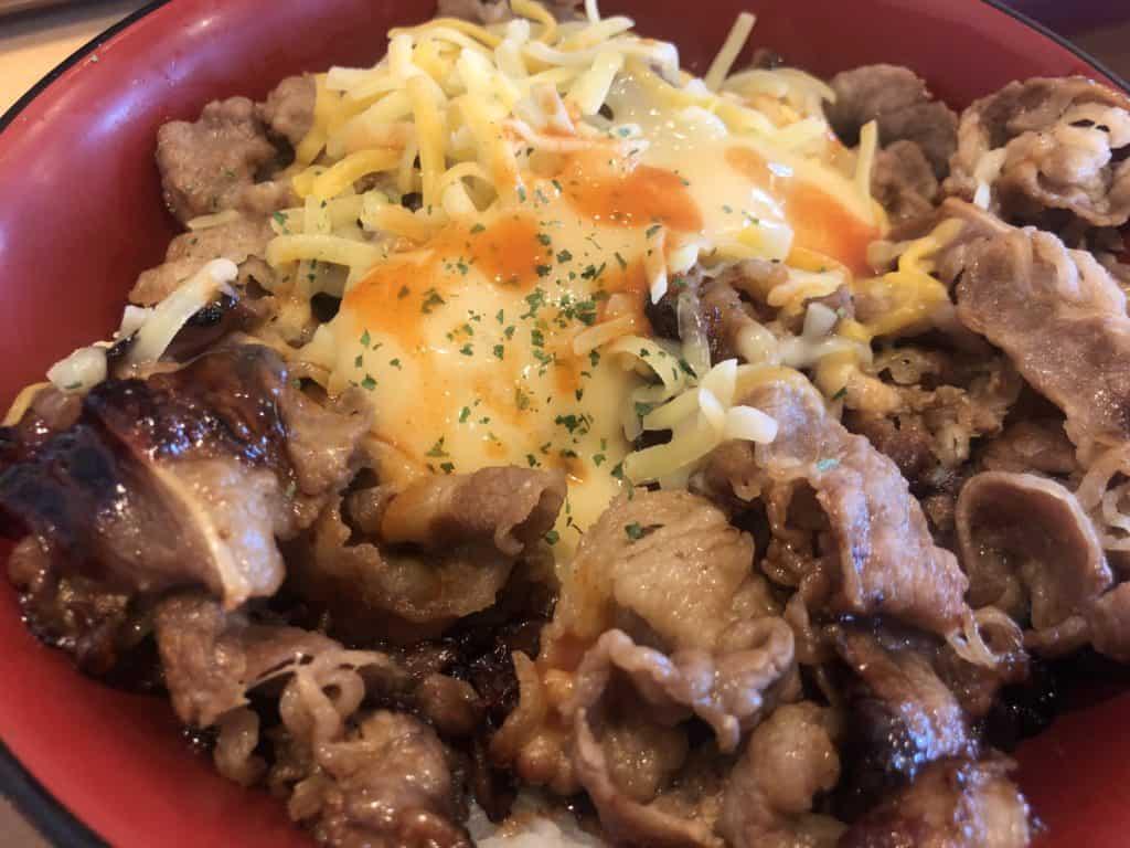 【すき家】新メニュー!?「チーズ牛カルビ丼」に感じた「チー牛」革命。